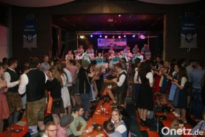 Read more about the article Volles Haus beim TSV-Starkbierfest